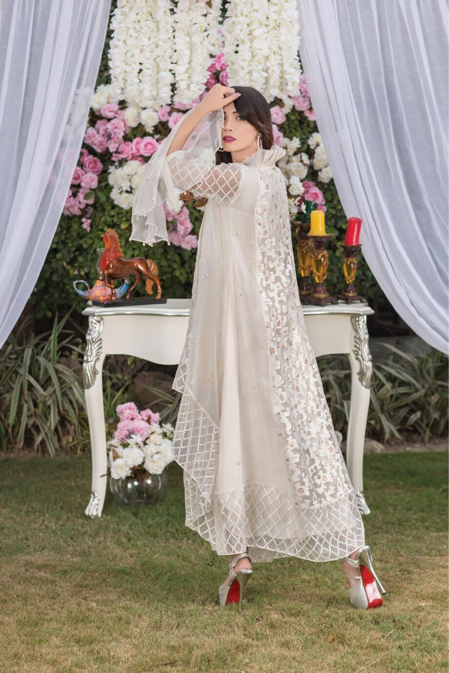 Buy Off White Exclusive Luxury Pret – Sds02 Online In USA, Uk & Pakistan