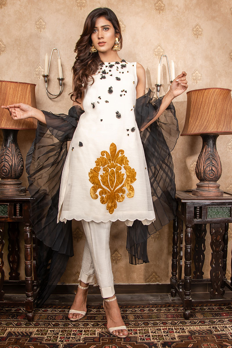 Buy Exclusive Ivory & Black Party Wear – Sds380 Online In USA, Uk & Pakistan - 03