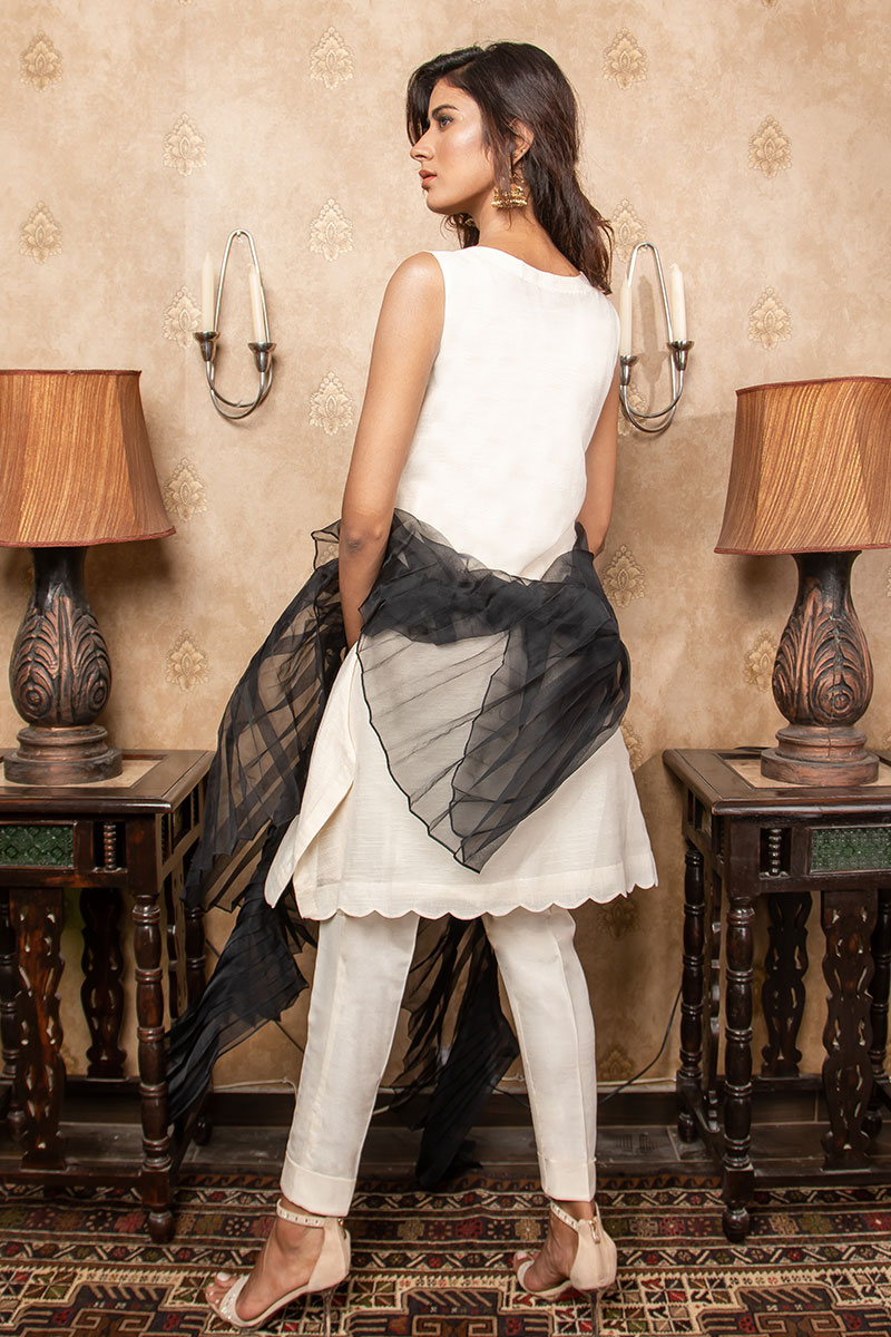 Buy Exclusive Ivory & Black Party Wear – Sds380 Online In USA, Uk & Pakistan - 02