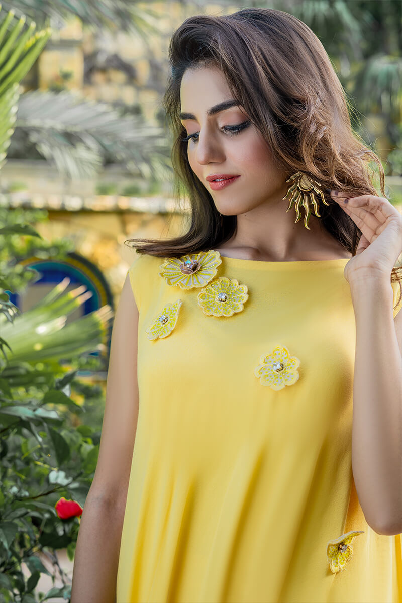Buy Exclusive Yellow And Off White Party Wear – Aqs342Online in UK, US & Pakistan - 03